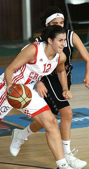 Anja Majstorović bila je član najbolje petorke kadetske reprezentacije Hrvatske koja je u Grčkoj 2010. bila europski viceprvak (FIBA Europe)